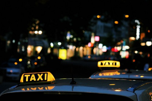 Taxi sign - Unsplash
